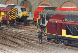 Hornby_Locomotives-Diesel-_-Electric-Train-Packs-Shop-Pods_267px_1