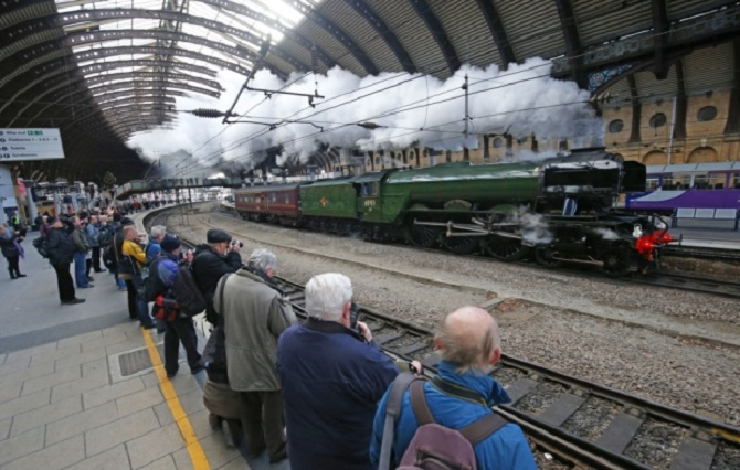 Flying Scotsman Returns To The Mainline For Test Run